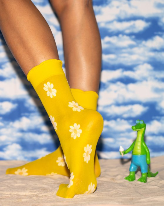 Colored Daisy Socks Style# 8601   We Love Colors