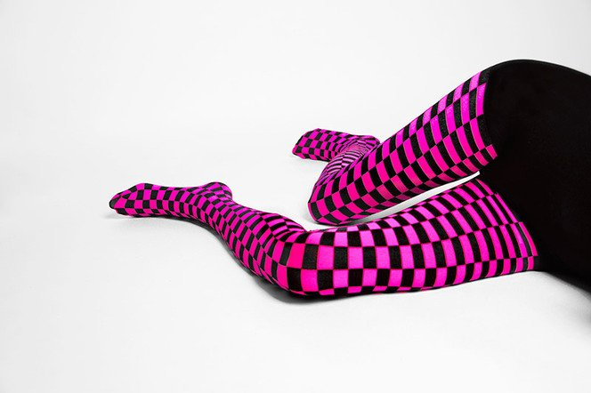 1211-checkerboard-tights-welovecolors-neon-pink