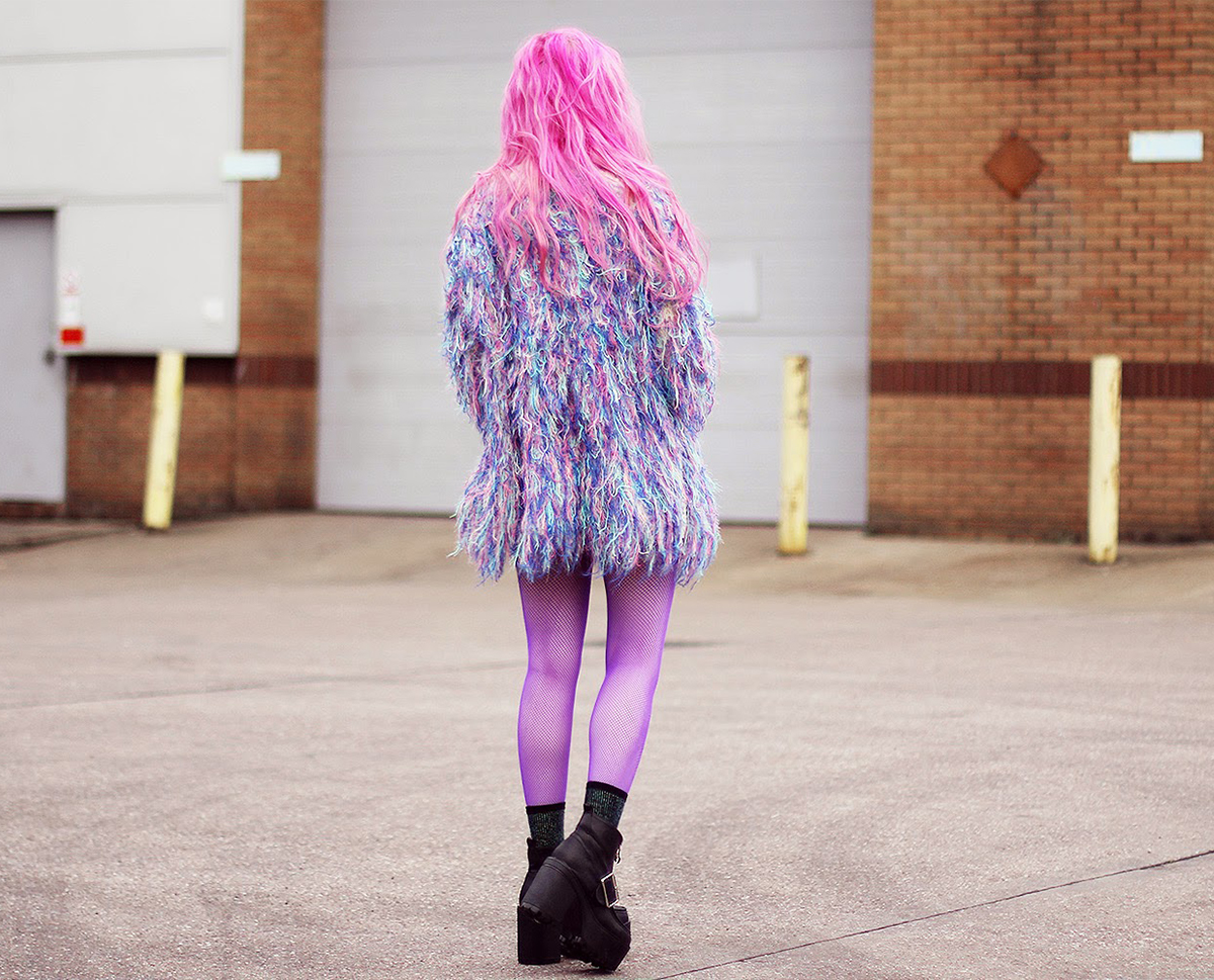 How To Wear Color Fishnets Socks Streetstyle