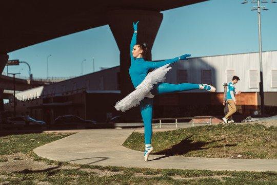 blue-dance-tights-ballerina-skate-park